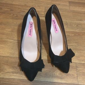 Betsey Johnson Bow Pointed Heels